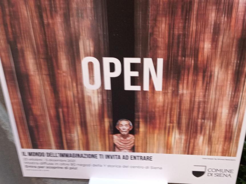Siena, OPEN: Il Siena Awards apre le porte al mondo con una mostra in negozi e botteghe della Ystorica