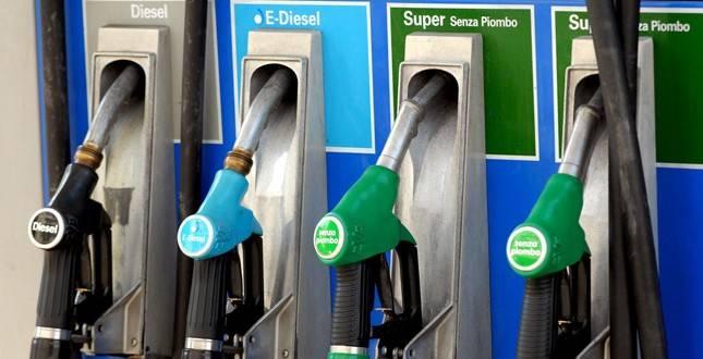 Italia: Benzina, i prezzi in Europa dall'Austria alla Francia. Perché in Italia costa dipiù