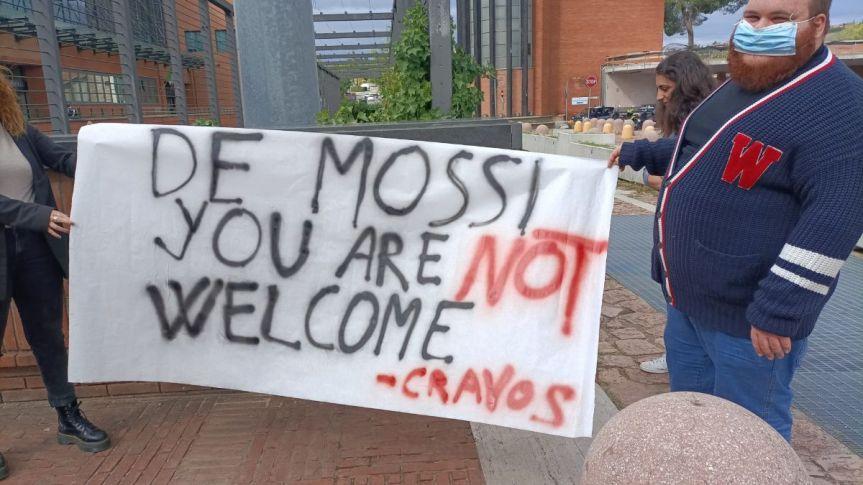 """Siena, Unistrasi, lo striscione degli studenti Cravos: """"De Mossi non sei ilbenvenuto"""""""